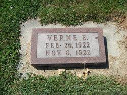 Verne E Davis