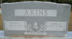 Linda <i>Smallwood</i> Akins