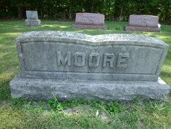 Clarincia <i>DeFord</i> Moore