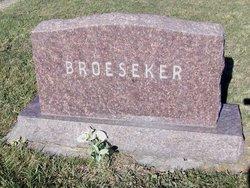 Dickey L Broeseker