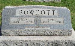 Lewis E Bowcott
