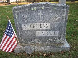 Kenneth R Knowe