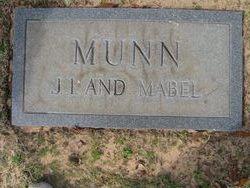 Mabel Roselle <i>Veale</i> Munn