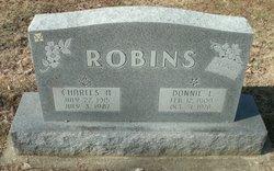 Donnie L Robins