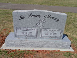 Linda <i>Edmondson</i> Graves