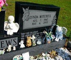 Lynda <i>Mitchell</i> Andrews