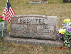 Freda <i>Robinson</i> Bechtel
