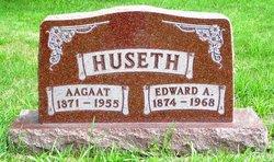 Aagaat <i>Rollag</i> Huseth