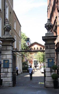 St Pauls Churchyard, Covent Garden