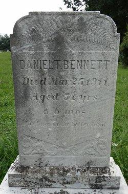 Daniel T Bennett