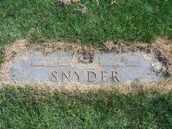 Julia <i>Robar</i> Snyder