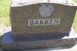 Signe E Bakken
