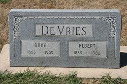 Annie <i>Vanden Berge</i> De Vries
