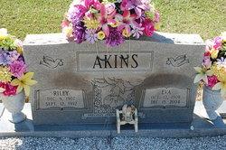 Riley Akins