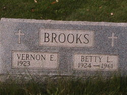 Betty L <i>McCracken</i> Brooks