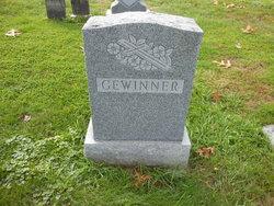 Loretta V. <i>Stone</i> Gewinner