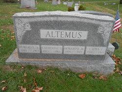Laura E Altemus