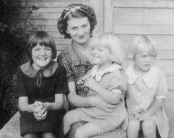 Mildred Marie <i>Wallis</i> Hunt