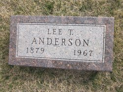 Lee T Anderson