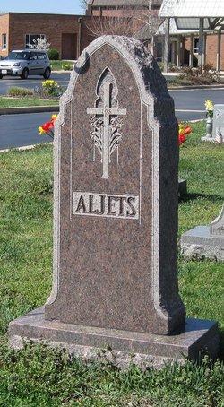 Evelyn B Aljets