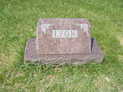 Linda <i>Lyon</i> Bilderback