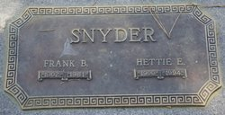 Hettie E Snyder