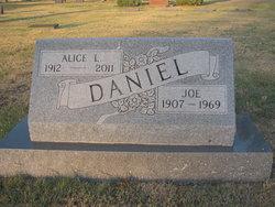 Alice L Daniel