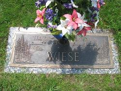Beverly J. <i>Droes</i> Wiese