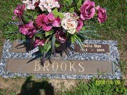 Della Mae <i>Simpson</i> Brooks
