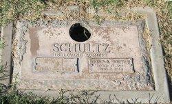 Donna <i>Porter</i> Schultz
