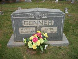 Musette <i>Elliott</i> Conner