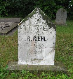 Regina <i>Klatt</i> Riehl