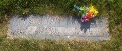 Doris E. <i>Miller</i> Davis