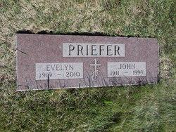 Evelyn Claribel Sophia <i>Reimer</i> Priefer