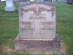 Julia <i>Kovacs</i> Budai