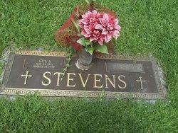 Gus Stevens Kouvarakis