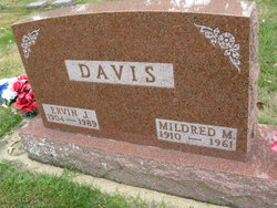 Mildred M. <i>Jeske</i> Davis