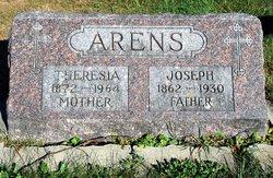 Theresia <i>Pierce</i> Arens