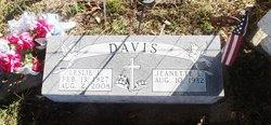 Leslie Leotis Davis
