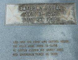 Elmer August Apfel