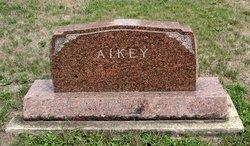 Leslie M Aikey