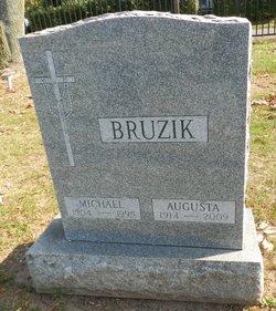 Michael Bruzik