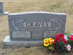 Sandra Faye <i>Moore</i> Graves