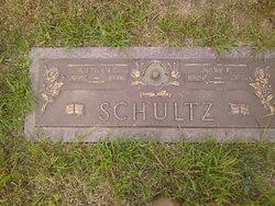 Milburn Charles Schultz