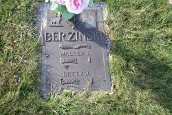 Betty J. <i>Pounds</i> Berzinski