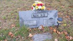 Linda <i>Mackie</i> Bastian