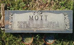 Sarah J Mott