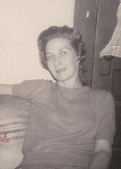 Betty Sue <i>Holloway</i> Simmons