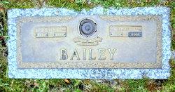 Lonie B Bailey