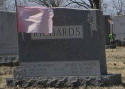 Willis M Richards